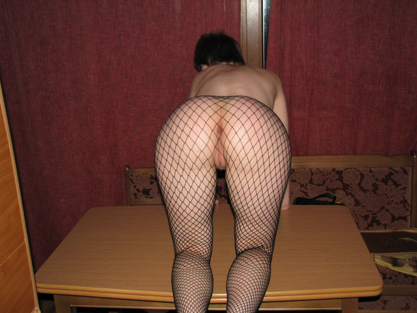 Porn Picture of Sexy Amateur Wife Bending on Her Kness Showing Ass - Porn Picture